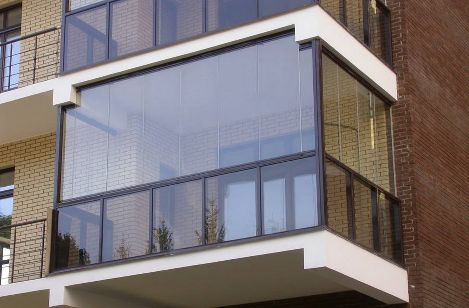 Остекление и дизайн балконов.