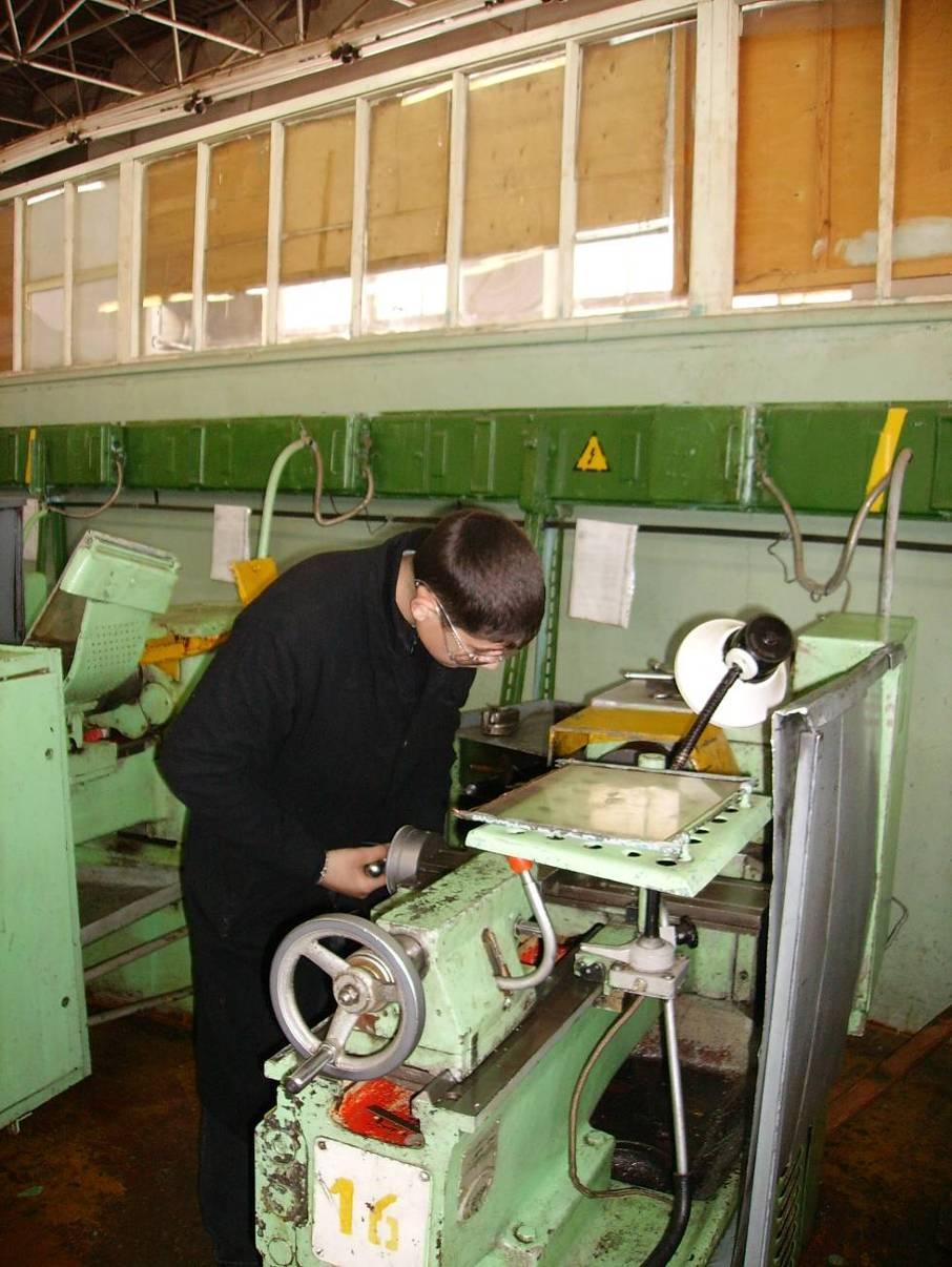 колледжи москвы по специальности токарь фризировщик такой